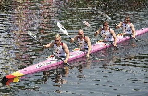 Das Team (hier ein Archivfoto aus dem Jahr 2028) liebt Boote in pink.